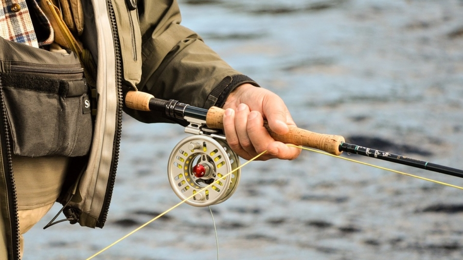 how to use fishing reels